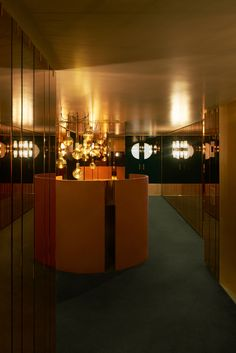 Velvet, brass and marble for opulent London supper club, designed by Dimore Studio. An elegant and sophisticated Supperclub in Myfair. Restaurant Bar Stools, Restaurant Design, Studio Interior, Best Interior, Leo Club, London Clubs, Interior Decorating, Interior Design, Supper Club