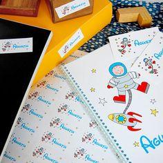 Referencia: prov150. Promo Infantil Nº 1. Set de papelería infantil compuesto por 30 tarjetas personales + 1 plancha de stickers + 1 cuaderno. Tamaño de stickers a elección.
