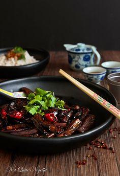 Sichuan-Auberginen-3-2. Wer hier kein Wein verwenden möchte kann z.B. auch Weißweinessig verwenden.