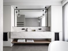 double-sink-bathroom-vanity-with-mirror.jpg 1,200×900 pixels