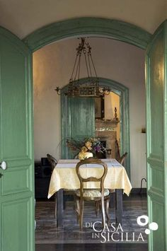 Dining room in Villa Cammarana near Ragusa French Interior, French Decor, Tuscan Style, Mediterranean Style, Interior Styling, Interior Decorating, Interior Design, Interior Architecture, Interior And Exterior