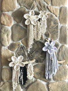 Macrame wall hanging with macrame flowers, small macrame hanging, bloom wall hanging, modern macrame – Knots of Fiber Macrame Design, Macrame Art, Macrame Projects, Macrame Knots, Macrame Modern, Hanging Flower Wall, Macrame Patterns, Etsy, Weaving