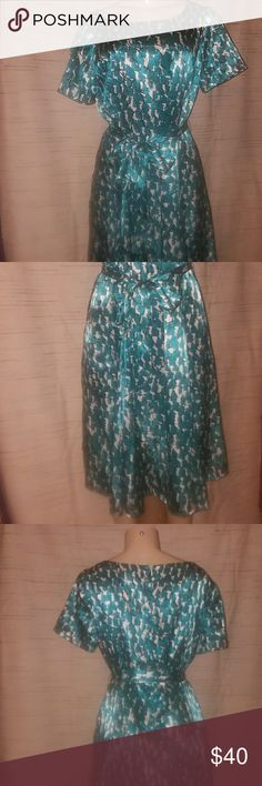 """Alex Marie, size 10, Teal Print Satin Dress Work Cocktail Social Dress, Size 10  ColorTeal Green White Black, Abstract Print  Satin Fit & Flare  Short Sleeve  Belt ties at Waist  Zips at Back  Lined  100% Polyester  No stains, tears or defects   Measurements laying flat:  Pit to pit: 20"""" Waist: 18"""" Sleeves: 8"""" Length: 41"""" Alex Marie Dresses Midi"""