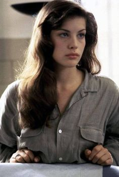 no time for a flat iron very often. Make my wavy hair work FOR me not ag Liv Tyler Hair, Liv Tyler 90s, Devon Aoki, Liv Tyler Style, Wavy Hair, New Hair, Pretty People, Beautiful People, Winter Typ