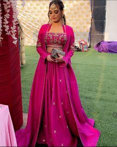 Party Wear Indian Dresses, Designer Party Wear Dresses, Indian Gowns Dresses, Indian Bridal Outfits, Indian Fashion Dresses, Dress Indian Style, Indian Designer Outfits, Stylish Dresses For Girls, Wedding Dresses For Girls