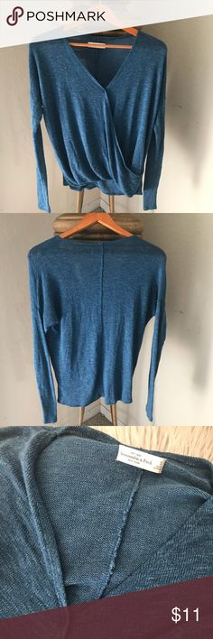 Abercrombie & Fitch/ women / sweater/ S Abercrombie & Fitch/ women / sweater/ S  Armpit to armpit: 23 1/2 Length: 21 Abercrombie & Fitch Sweaters