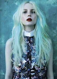 blue and blond hair girly hair blond colorful hair blue hair hair ideas hair dye hair trends hair cuts Pelo Color Menta, Fashion Fotografie, Hair Blond, Light Blue Hair, Light Blonde, Bright Hair Colors, Lip Colors, Hair Colours, Hair Chalk