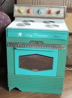 Suzy Homemaker oven. I found this picture. I have one that looks better then this but have not taken a picture to post. Must do. Z