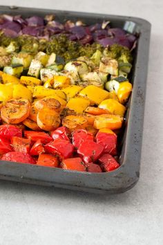 These oil free rainbow roasted vegetables are so delicious, healthy, low in fat and easy to make. It's one of my favorite side dish recipes! Vegan Recipes Beginner, Recipes For Beginners, Vegetarian Recipes, Cooking Recipes, Healthy Recipes, Vegetarian Grilling, Healthy Grilling, Vegetable Side Dishes, Vegetable Recipes