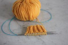 Apprendre à tricoter en rond - Magic loop- Blog tricot Magic Loop Knitting, Knitting Help, Loom Knitting, Magic Look, Blog, Knit Crochet, Applique, Arts And Crafts, Ideas