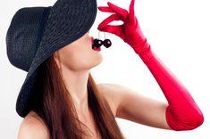 Curare l' alimentazione è utile a livello sessuale per sentirti in forma, piena di vitalità ed energia.  Inoltre, puoi accendere il desiderio e creare un'atmosfera erotica assaggiando, mangiando ed utilizzando come preliminari particolari cibi dotati di qualità afrodisiache.  Ti consiglio di curare la tua alimentazione se mangi male e pesante e ciò ti porta a stancarti subito durante i rapporti sessuali o se vuoi accendere la passione unendo il piacere del sesso con il piacere del cibo.