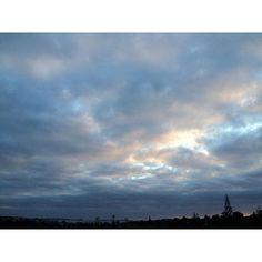 【hirokosabu】さんのInstagramをピンしています。 《今朝もこんなお天気。午後から雨みたい。昨日よりは寒いような…❄️ 明日はもっと寒さが戻るらしい。桜🌸までまだ遠い💧 7.Sep #桜#待ち遠しい#朝日#朝#空#雲#曇り空#海#青空#寒い#午後から雨#お天気#景色#like4like#cloud#cloudy#clouds#morning#view#sky#bluesky#sea#spring#winter#sunny#sun#sunnyday#earlymorning#blue#whiteclouds》