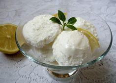 Joghurtos citromfagyi Isteni savanykás fagylalt főzés nélkül, tojás nélkül Sorbet, Parfait, Frozen, Food And Drink, Healthy Eating, Cocktails, Ice Cream, Sweets, Snacks