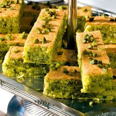 Pistachio and almond cake- Pistazien-Mandel-Kuchen This nutty cake seduces big and small connoisseurs. The citrus-fresh glaze is especially refined. Sweet Recipes, Cake Recipes, Dessert Recipes, Bon Dessert, Almond Cakes, Cream Recipes, Food Cakes, No Bake Cake, Healthy Snacks