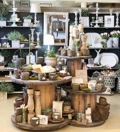 Spring home decor store display Boutique Store Displays, Gift Shop Displays, Boutique Decor, Boutique Interior, Gift Shop Interiors, Flower Shop Interiors, Store Interiors, Vintage Booth Display, Vintage Store Displays