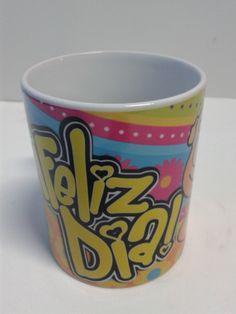 Personaliza tus detalles para Amor y Amistad con Mugs decorativos de Feliz Día, agrégales golosinas y papelillo de colores. #DetallesAmorYAmistad #MugsDecorativos