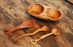 Olive wood spice bowl and tiny spoons