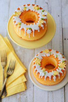 If you would like to be an expert at cake decorating, then you'll require practice and training. As soon as you've mastered cake decorating, you might become famous from the cake manufacturing business. Mini Desserts, Dessert Recipes, Mini Cakes, Cupcake Cakes, Chiffon Cake, Cafe Food, Pretty Cakes, Yummy Cakes, Amazing Cakes