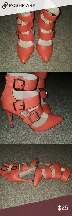Wild Rose Pumps Pre-owned beautiful orange pumps. Size 7. Perfect for date night. Wild Rose Shoes