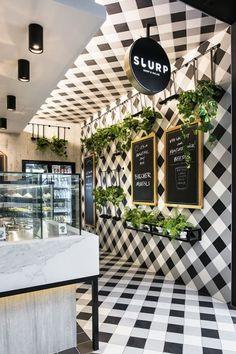 Bar sałatkowy Slurp Soup & Salad, płytki w kratkę - Stylowe Meble, Projekty Wnętrz – Zainspiruj się z Foorni.pl