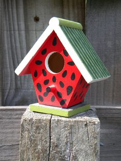 Watermelon birdhouse - CharvetCreations.etsy.com - also a good party activity idea, if you buy unpainted birdhouses at the craft store