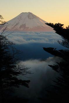 "s-ousha: """"by rikuma "" "" Japanese Wave Painting, Japanese Waves, Landscape Photos, Landscape Photography, Nature Photography, Beautiful Vacation Spots, Beautiful Places, Mount Fuji Japan, Japanese Mountains"