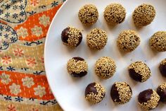 Sesame+Chocolate+Power+Balls