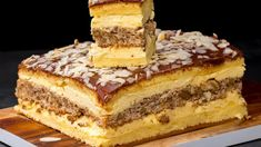 The cake that made the planet crazy. Part it is-Der Kuchen, der den Planeten verrückt machte. Food Cakes, Pudding Vanille, One Layer Cakes, Scones Ingredients, Banana Cupcakes, Romanian Food, Romanian Recipes, India Food, Sweet Cakes