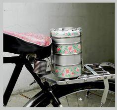 Its #carrymeeasy #lunchbox #tiffincarrier #indianlunchbox #mumbailunchbox #steellunchbox #handpainted #enamelware #paintedbyartisans  #bicycle #ecofriendlylunchboxes