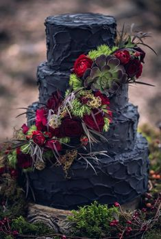 Black Texture Red Riding Hood Noir Wedding Inspiration Shoot // black wedding cake // photo: Nerinna Studios - Check out this gorgeous, noir inspired shoot showcasing the dream wedding of Red Riding Hood Gothic Wedding Cake, Gothic Cake, Black Wedding Cakes, Wedding Cake Rustic, Wedding Black, Fall Wedding, Red Rustic Weddings, Floral Wedding, Black Weddings