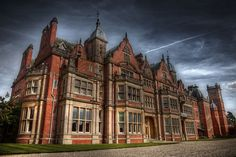 Bearwood College looks exactly like Madder Hall in my imagination. Georgian Style Homes, College Looks, Winning London, European House, Classical Architecture, London Wedding, Building Design, Old Houses, Wedding Photography