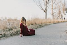 31594a28b2d93 Boise Idaho Maternity Photographer Makayla Madden Photography Winter  Maternity Session Maternity Gown Red