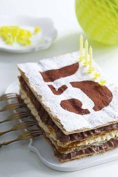 Gateau Anniversaire pochoir raconter un anniversaire. http://vinou21.skyrock.com/2919767921-je-vous-raconte-mon-anniversaire.html