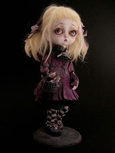 """INTERMUNDIS, le blog officiel de Julien Martinez / """"Violetta Oscura"""". Pièce unique réalisée par Julien Martinez."""