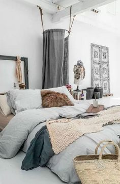 Habitación dosel grises. Ideas decoración #dormitorios