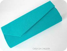 Carteira de mão , forrada com tecido 100% algodão, feita sob encomenda. Fecha com botão imantado.  * IMPORTANTE!  O produto pode ser feito em outras estampas, consulte a disponibilidade antes de finalizar a compra.  Medidas: 25cmx10cm. R$ 45,00