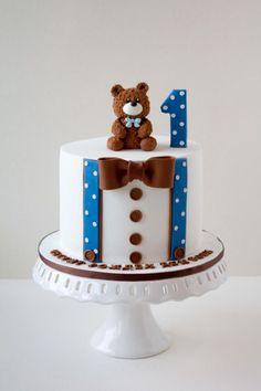 First Birthday Cake von Dimis Sweet Art - Kuchen & Tortendekoration ~ . Birthday Cake Kids Boys, Baby First Birthday Cake, Boys 1st Birthday Cake, Beautiful Birthday Cakes, Cupcake Birthday Cake, Birthday Cake Decorating, Birthday Cake Designs, Art Birthday, Blue Birthday