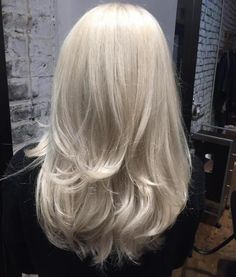 We do not look only at the clothing, nor consider only shoes and handbags the main accessories. We also love to keep tabs on the2017 hairstyle trendsthat are displayed throughout the different Fashion Weeks, ranging from the sleek to the chic, the perfect coifs and the undone designs. Here are the 100 best hair trends