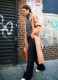 17 new ideas fashion casual street minimal chic. camel coat look Mode Outfits, Fashion Outfits, Fashion Trends, Girl Outfits, Workwear Fashion, Dressy Outfits, Fashion Weeks, Fashion Bloggers, Casual Wear