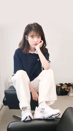 Gli Arcani Supremi (Vox clamantis in deserto - Gothian): The New Style: fashion, outfits and trends for 2019 Kpop Short Hair, Short Hair Outfits, Cute Hairstyles For Short Hair, Girl Hairstyles, Short Hair Styles, Girl Outfits, Fashion Outfits, Iu Hairstyle, Style Fashion