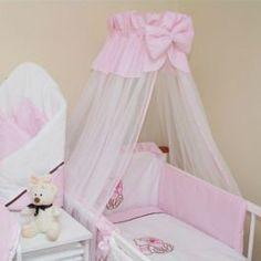 Roza baldahin iz belega šifon, z roza bombažnim zaključkom in roza obrobo. Baby Crib Bedding, Baby Cribs, Decoracion Baby Shower Niña, Baby Tiara, Baby Sewing Projects, Baby Nest, Baby Carriage, Baby Room Decor, Girl Nursery