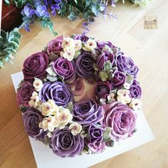 Purple roses for Mom... Purple is always my favorite color How to made this cake with previously post Be a member of Online class. For info // jivi5095@hotmail.com #butterblossoms #butterblossom #buttercreamflower #buttercream #flowerinstagram #flowercake #flowercakeclass #roses #purple #purpleroses #34k #thankyou #thailand #tutorial #clip #onlineclass #glossybuttercream