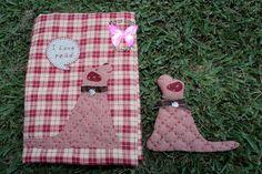 Flores Rosas Patchwork: Quilt de Natalie Bird, de Symply Vintage. Small Quilt Projects, Quilting Projects, Picnic Blanket, Outdoor Blanket, Small Quilts, Bird Houses, Applique, Country, Scrappy Quilts