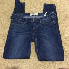 Hollister skinny jeans Worn, but still in good condition Hollister Jeans Skinny