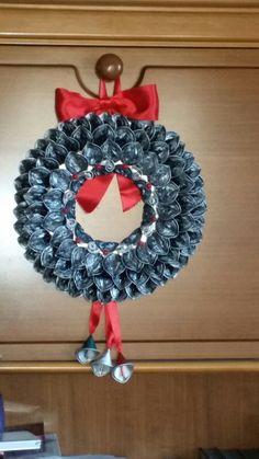 Corona di capsule Nespresso fatta dalla mia mamma.. Nespresso wreath made by Mom