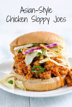 Asian-Style Chicken Sloppy Joes - Foxes Love Lemons - - Asian-Style Chicken Sloppy Joes - Healthy sloppy joes inspired by moo shu chicken from a Chinese carryout! Tostadas, Healthy Sloppy Joes, Asian Recipes, Healthy Recipes, Asian Foods, Healthy Dinners, Sloppy Joes Recipe, Pita, Carne Picada