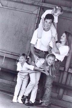 CUTEST FAMILY PICTURE