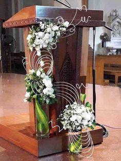 Creative Flower Arrangements, White Flower Arrangements, Flower Arrangement Designs, Ikebana Flower Arrangement, Funeral Flower Arrangements, Altar Flowers, Church Flowers, Table Flowers, Church Altar Decorations