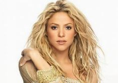 """Shakira is a Colombian pop singer, songwriter and model. She is best known for the hit songs """"Whenever, Wherever"""" and """"Hips Don't Lie"""". Her official song for the 2010 … Shakira Body, Shakira Hair, Shakira Photos, Pop Singers, Famous Women, Hollywood Actresses, Body Measurements, Eye Color, Dreadlocks"""