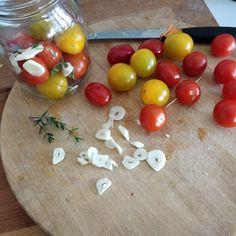 Tupun tupa: Pikkelöidyt tomaatit Eggs, Vegetables, Breakfast, Food, Morning Coffee, Essen, Egg, Vegetable Recipes, Meals